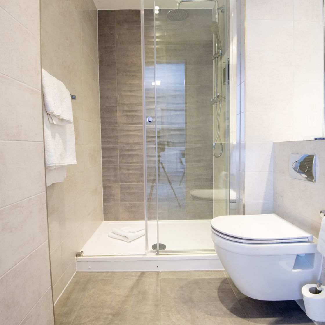 En-suite Bathroom with walk-in rainfall shower. Student Apartment in London