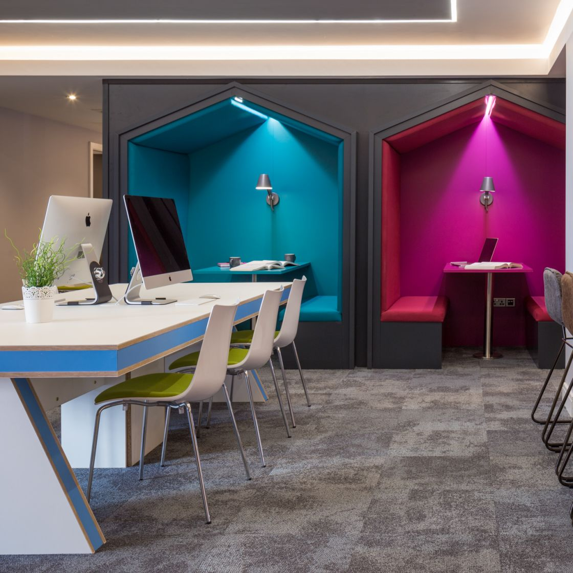 iMacs and Study Booths in the iMac lounge at IconInc, The Glassworks. Student Accommodation in Leeds