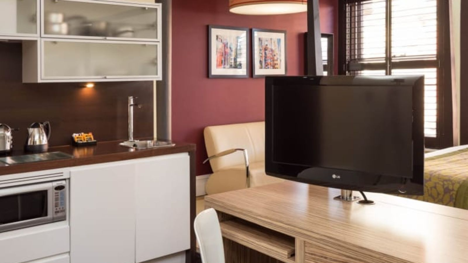 Grande Studio Student Apartment in Manchester. Fully Equipped Kitchen, desk and TV. IconInc @ Roomzzz