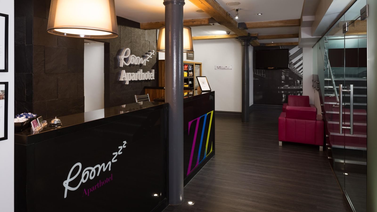 24 hour reception desk at IconInc @ Roomzzz Manchester City