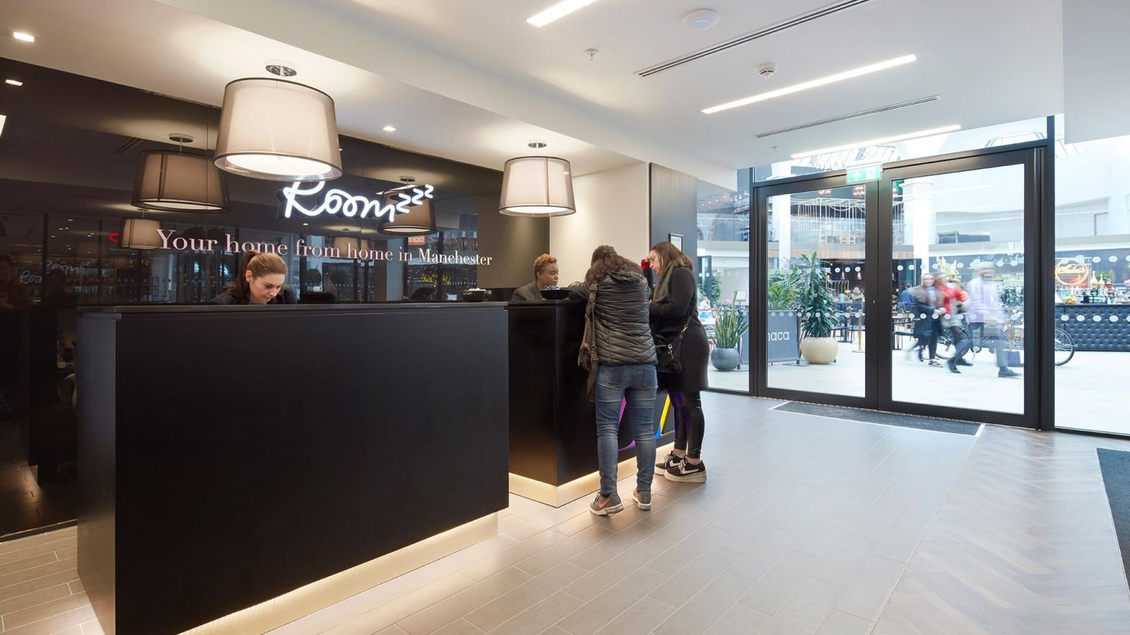 IconInc @ Roomzzz 24 hour reception desk. Student Accommodation in Manchester