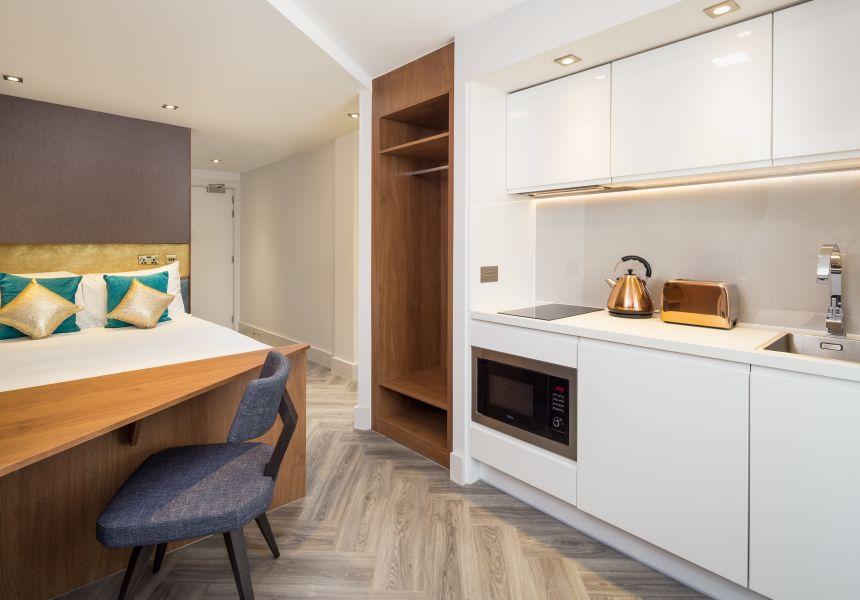 Neo Studio Student Apartment in London with King Size Bed, Desk and Kitchen