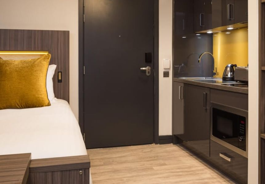 Neo Studio Student Apartment in Manchester. King Size Bed and Fully Equipped Kitchen. IconInc @ Roomzzz