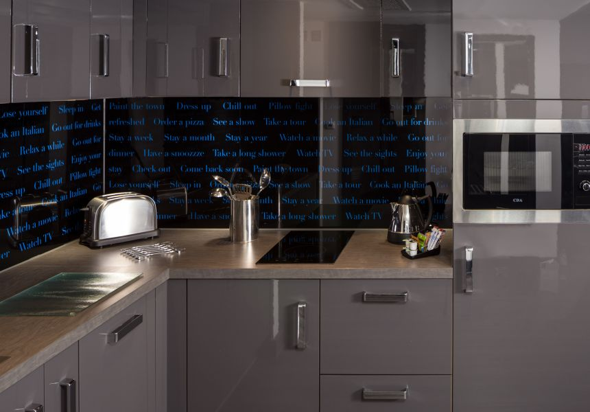 Smart Studio Student Apartment in Nottingham with fully fitted kitchen. IconInc @ Roomzzz