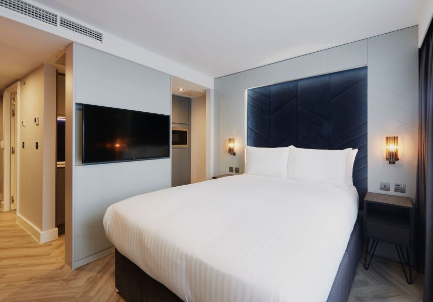 Smart Studio Student Apartment in Newcastle. King Size Bed, Kitchen and Flat Screen TV, IconInc @ Roomzzz Newcastle