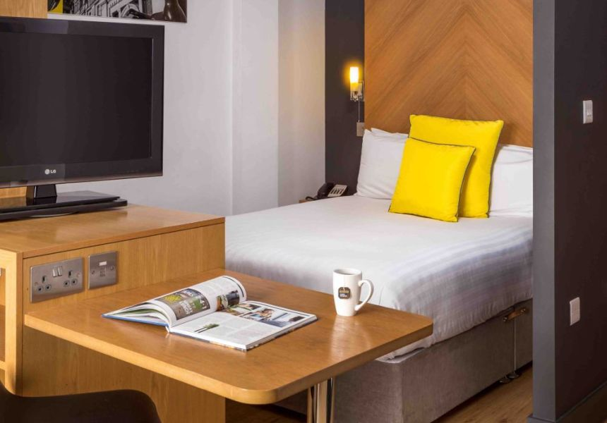 Smart studio student apartment in Leeds. King Size bed, desk and TV. IconInc @ Roomzzz Leeds City West