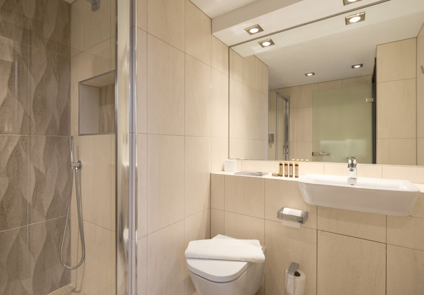 Neo Studio Student Apartment in Manchester. En-suite with rainfall shower. IconInc @ Roomzzz