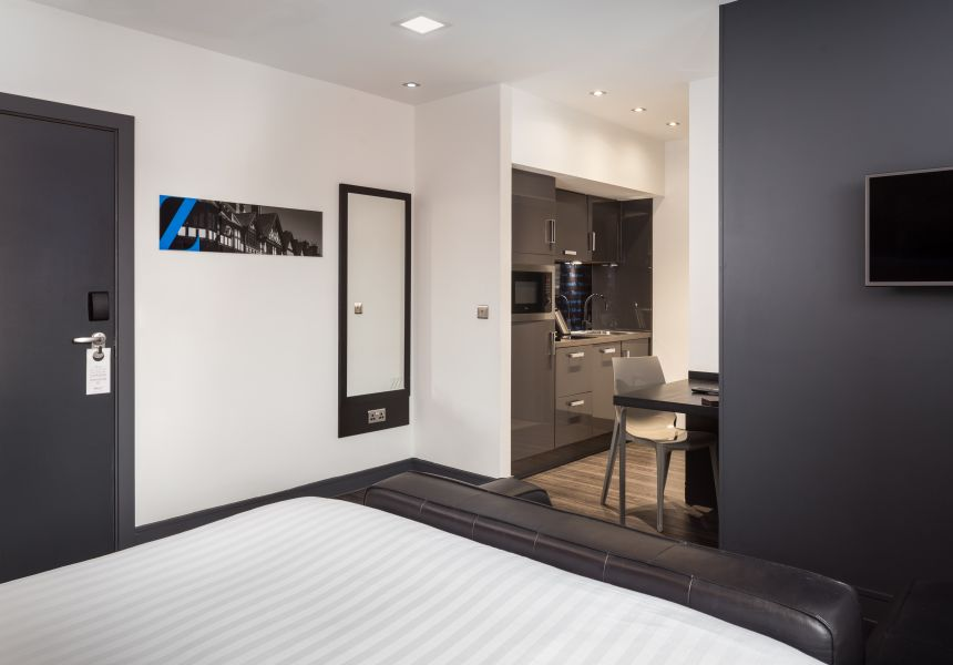 Grande Studio Student Apartment in Chester with fully equipped kitchen. IconInc @ Roomzzz