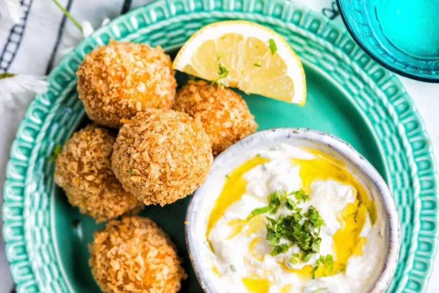 Karotten-Falafel mit Tahini-Joghurt-Dip