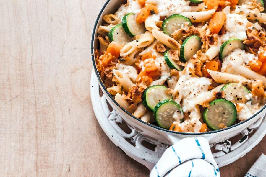 Kürbis-Nudel-Gratin mit Zucchini