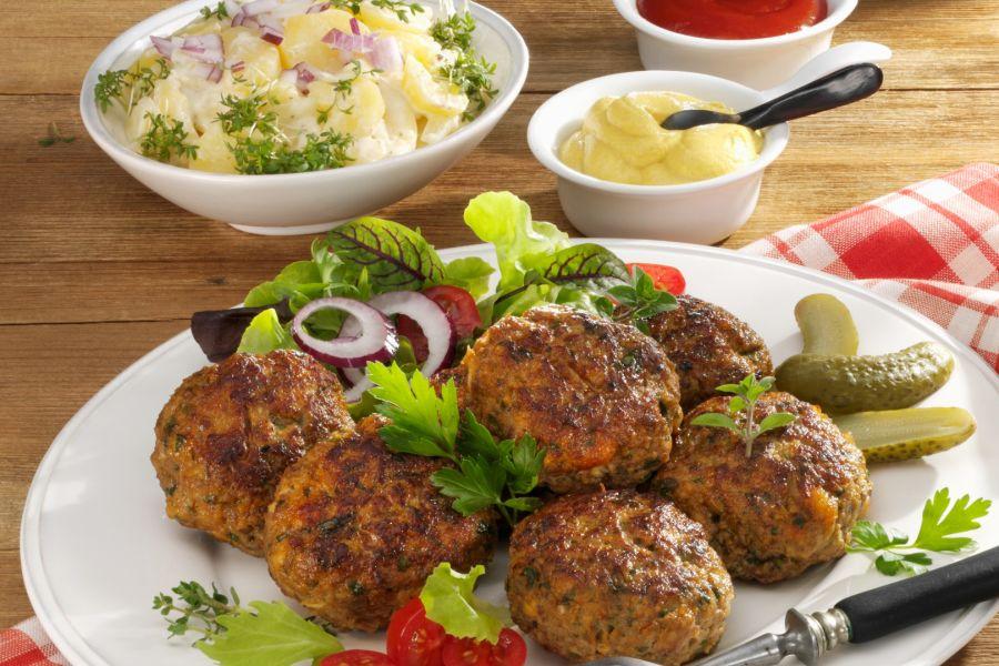 Bayerische Fleischpflanzerl & Kartoffelsalat