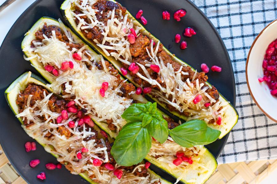 Vegan gefüllte Zucchini