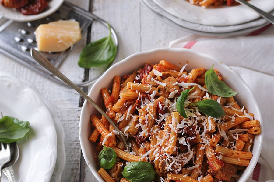 Tomaten-Basilikum-Pasta mit Parmesan