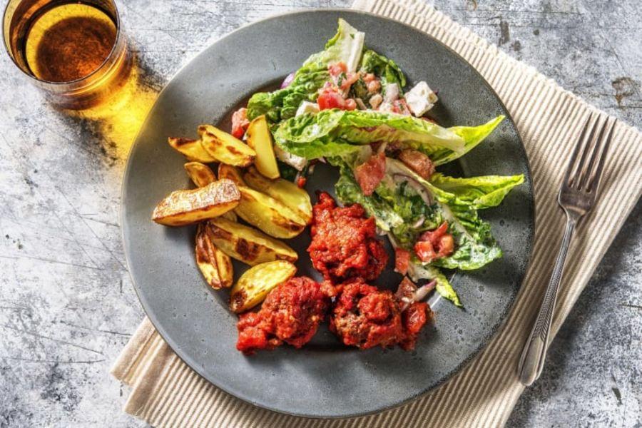 Bifteki - Hackbällchen mit Tomatensauce & Salat