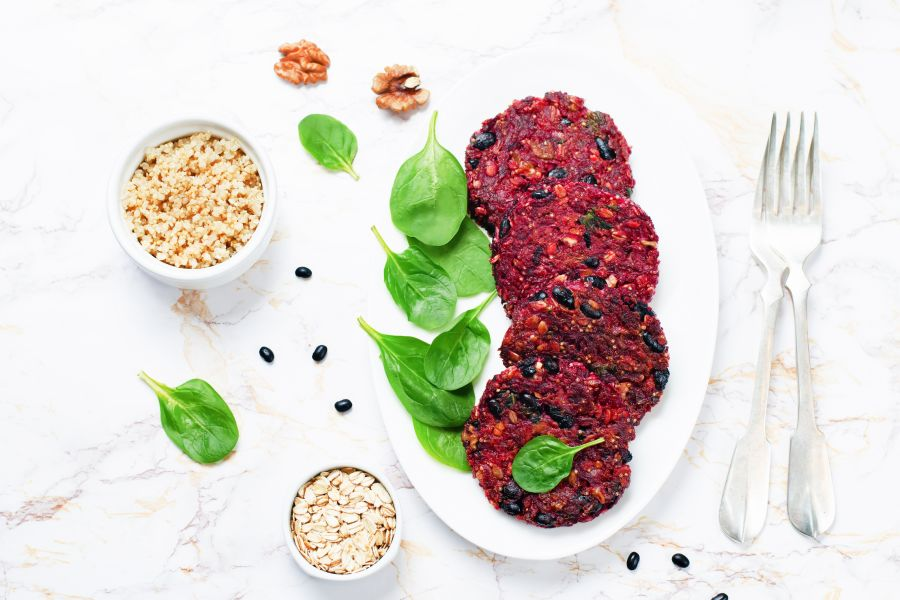Rote-Bete-Quinoa-Bratlinge mit Bohnen & Walnüssen
