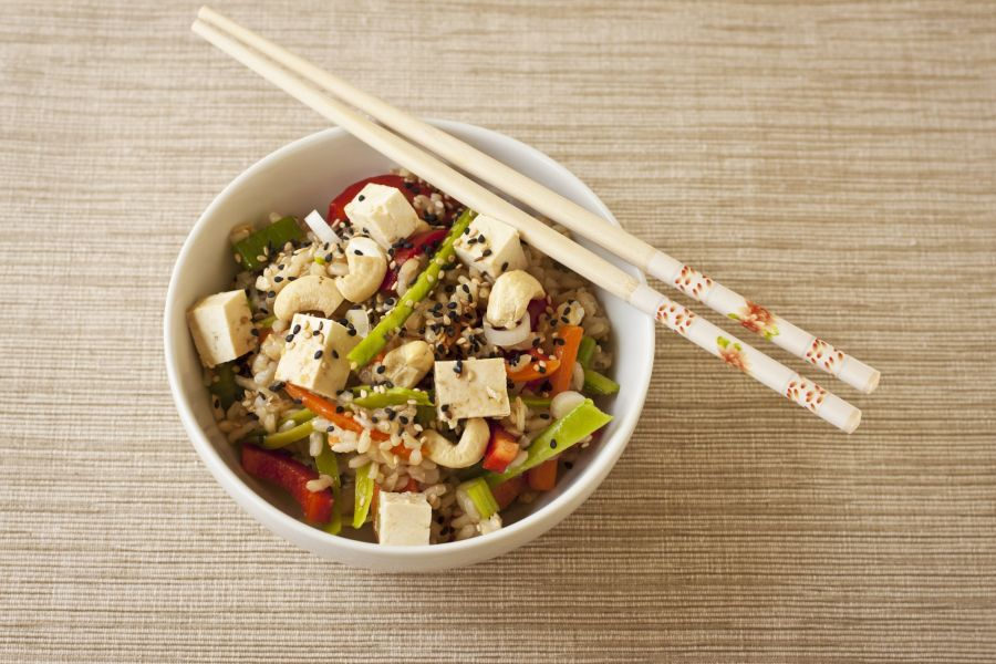 Reisschale mit Tofu, Gemüse & Cashews