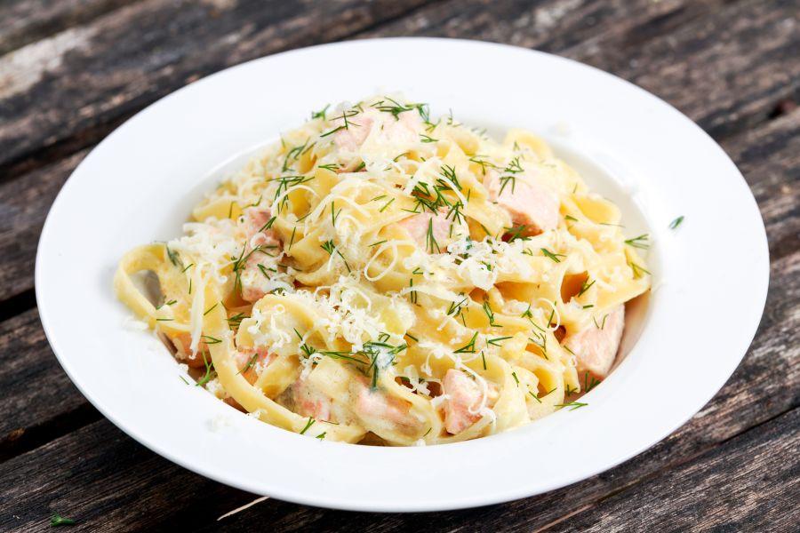 Spaghetti mit Lachs-Zitronen-Sauce
