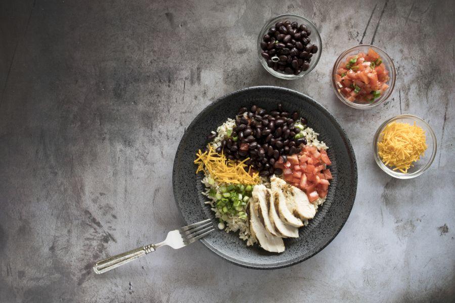 Hähnchenbrust-Burrito-Bowl