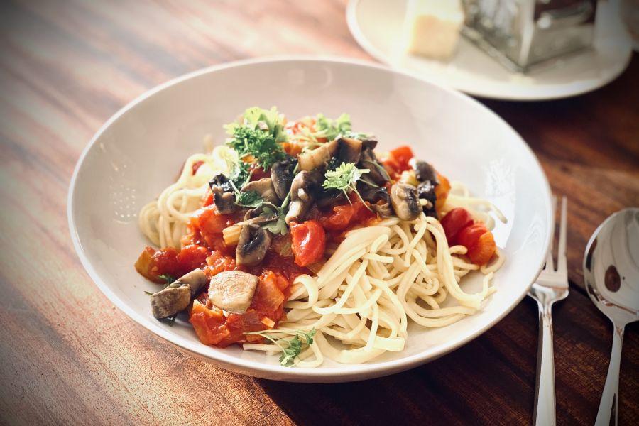 Scharfe Knoblauch-Pilz-Spaghetti