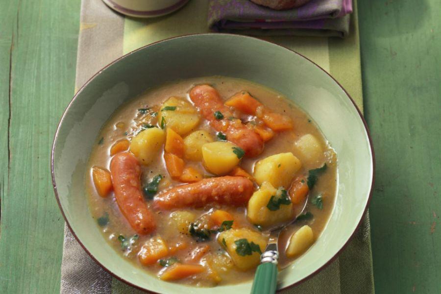 Kartoffelsuppe mit Möhren und Wiener Würstl