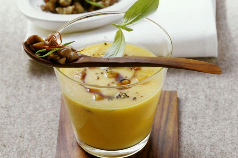 Kürbissuppe mit Chili-Maroni