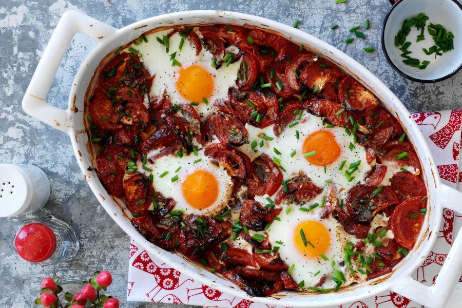Low-Carb-Tomatenauflauf mit gebackenen Eiern