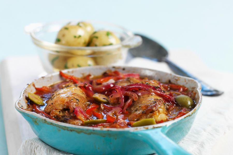 Hähncheneintopf mit Paprika und Oliven