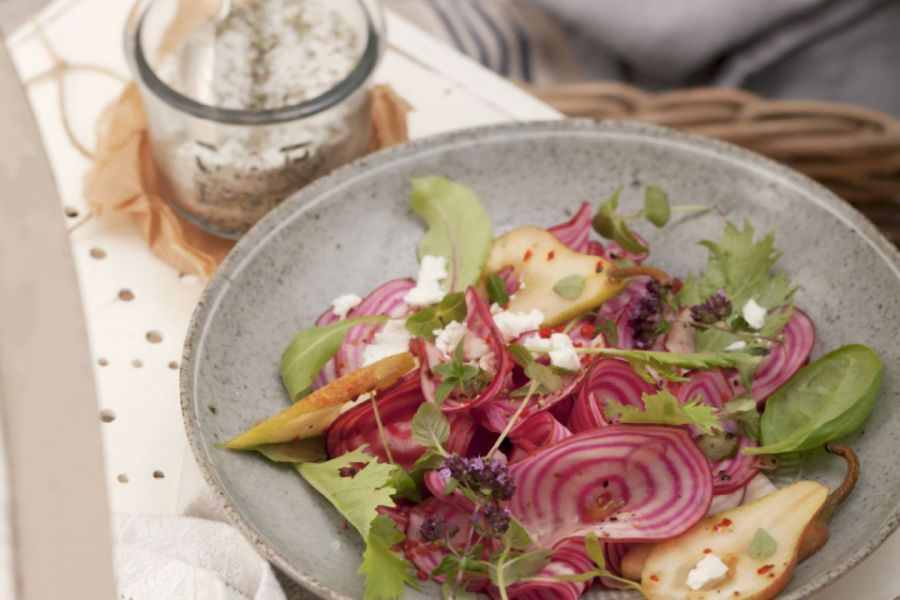 Salat mit Roter Bete, Ziegenkäse und Birne