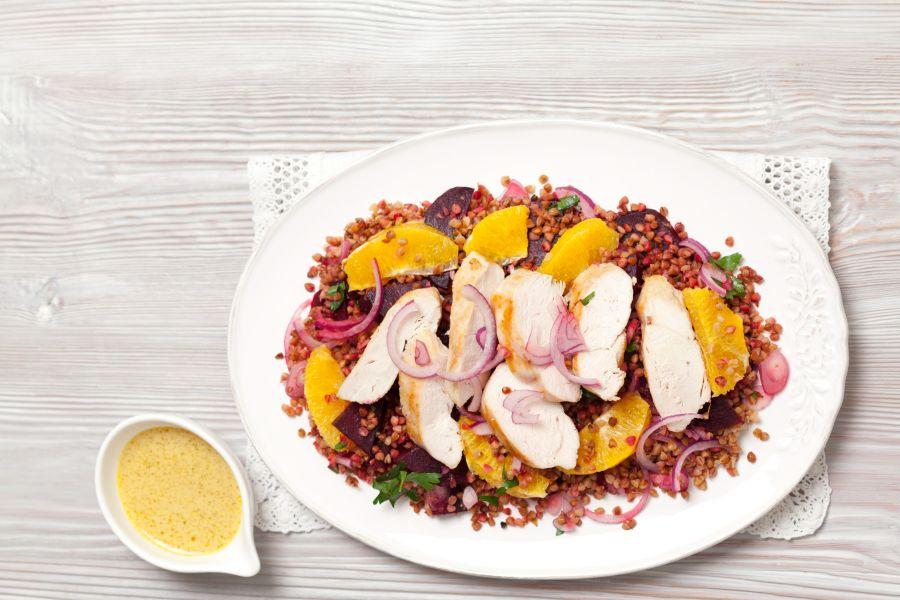 Buchweizen-Rote-Bete-Salat mit Hähnchenbrust