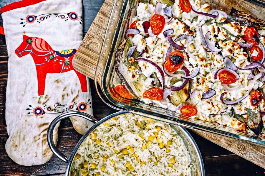 Gebackene Aubergine mit Feta und Mais-Reis