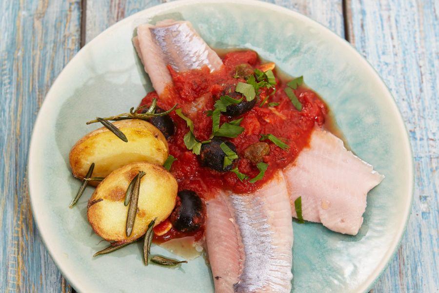 Matjes mit Tomatensauce und Rosmarinkartoffeln