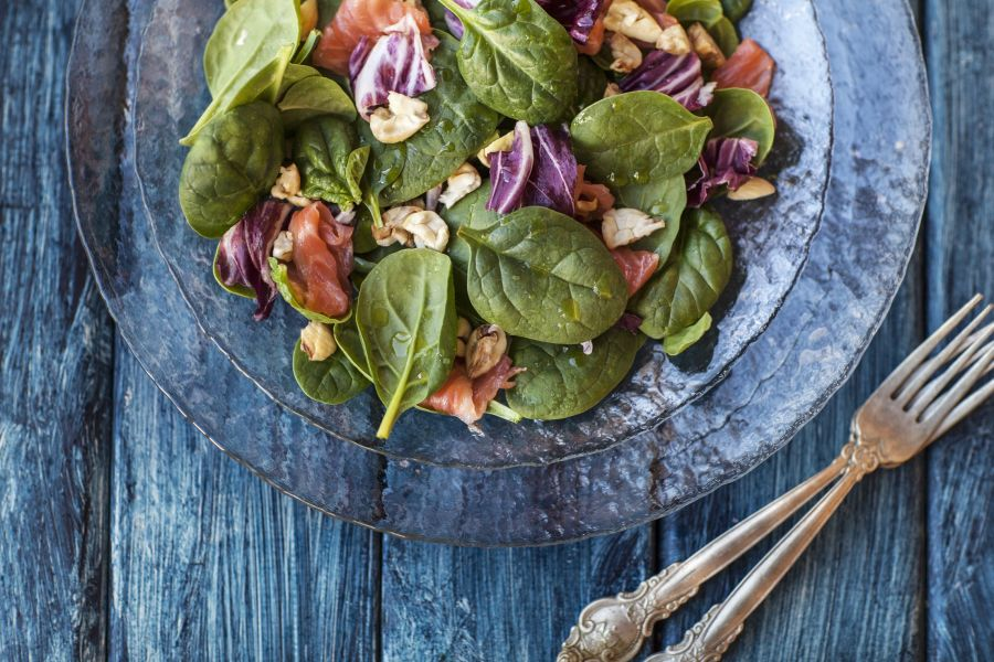 Spinatsalat mit Lachs und Kastanien