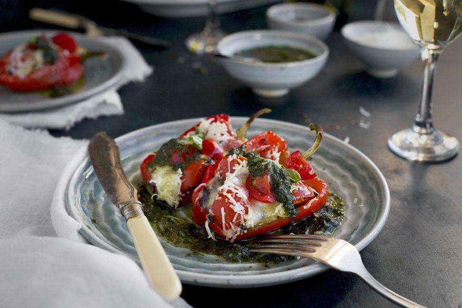 Gefüllte Paprika mit Reis, Tomaten & Mozzarella