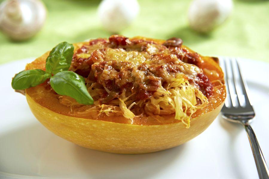 Gefüllter Kürbis mit Tomatensauce & Käse