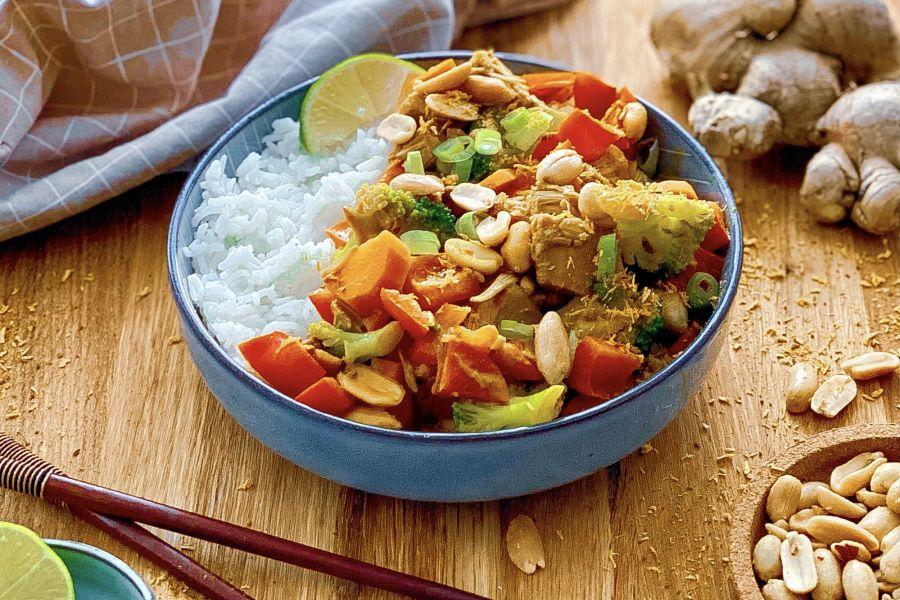 Asia-Curry in Erdnusssauce mit Jackfruit