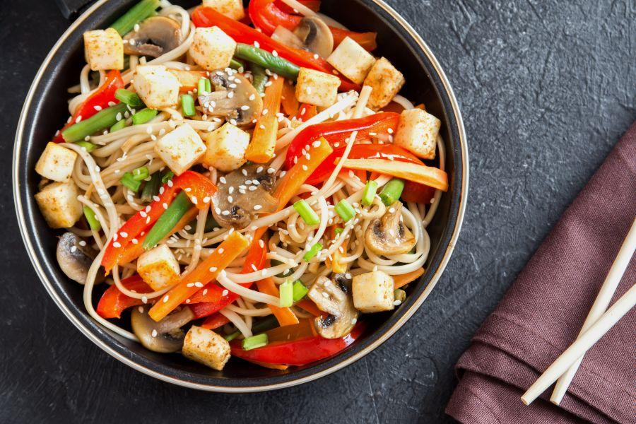 Tofu-Nudel-Bowl