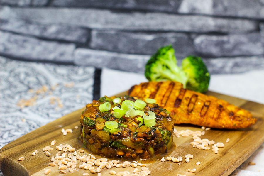 Vollkorn-Risotto mit Hähnchenbrust & Brokkoli