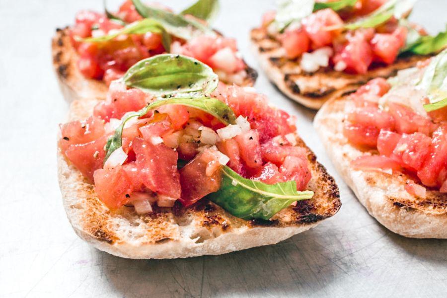 Fruchtige Tomaten-Bruschetta