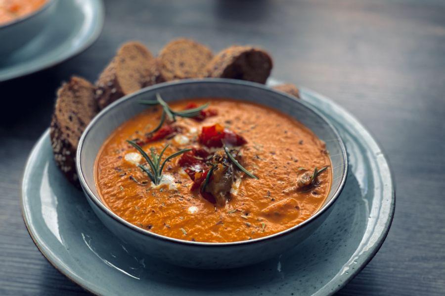Geröstete Auberginen-Paprika-Suppe
