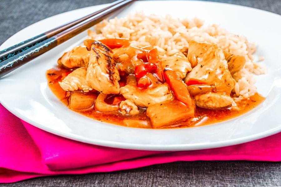 Süß-saure Putenpfanne mit Reis