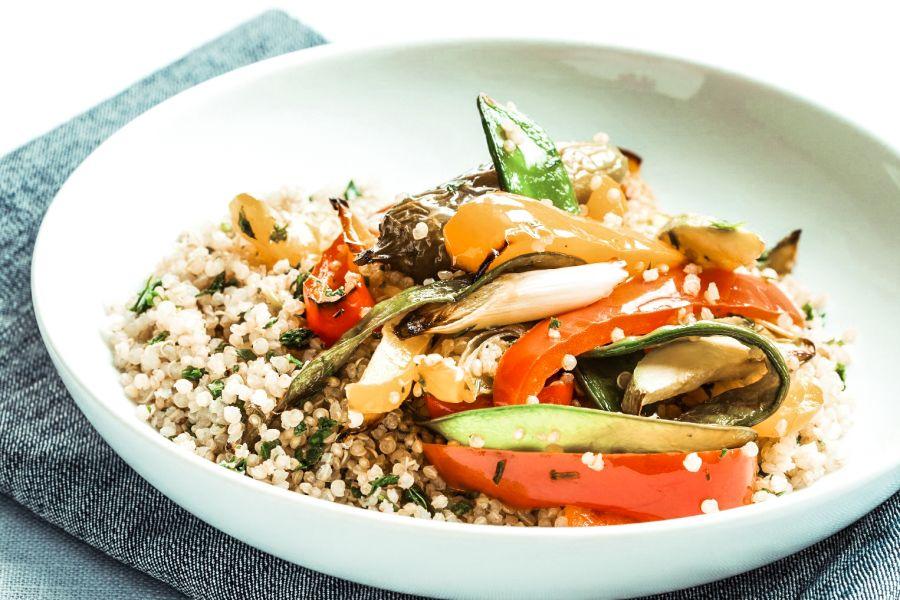 Quinoa mit buntem Gemüse