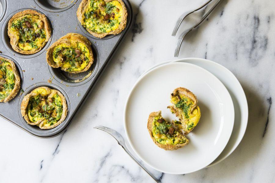 Mini-Quiches mit Zucchini, Speck & Petersilie