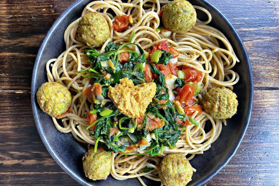 Spaghetti mit Falafel & Hummus