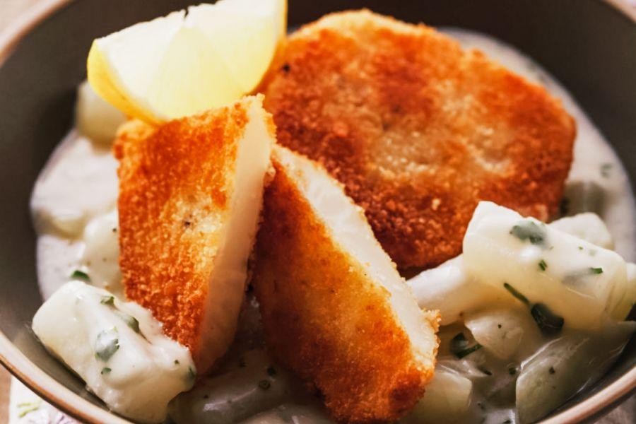 Sellerieschnitzel mit cremiger Frischkäsesauce