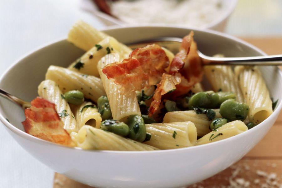 Pasta mit Saubohnen und Bacon