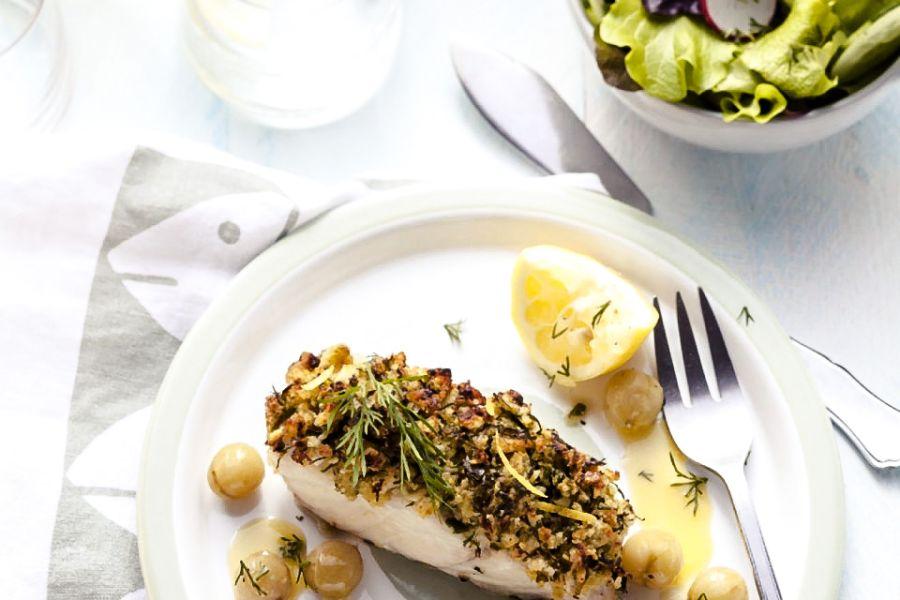 Fischfilets mit Mandel-Dillkruste & Zwiebeln