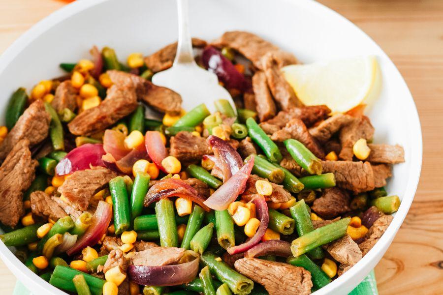 Rindergeschnetzeltes mit grünen Bohnen & Mais