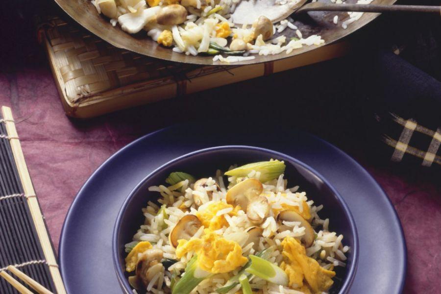 Reispfanne mit Champignons, Rührei & Zwiebeln