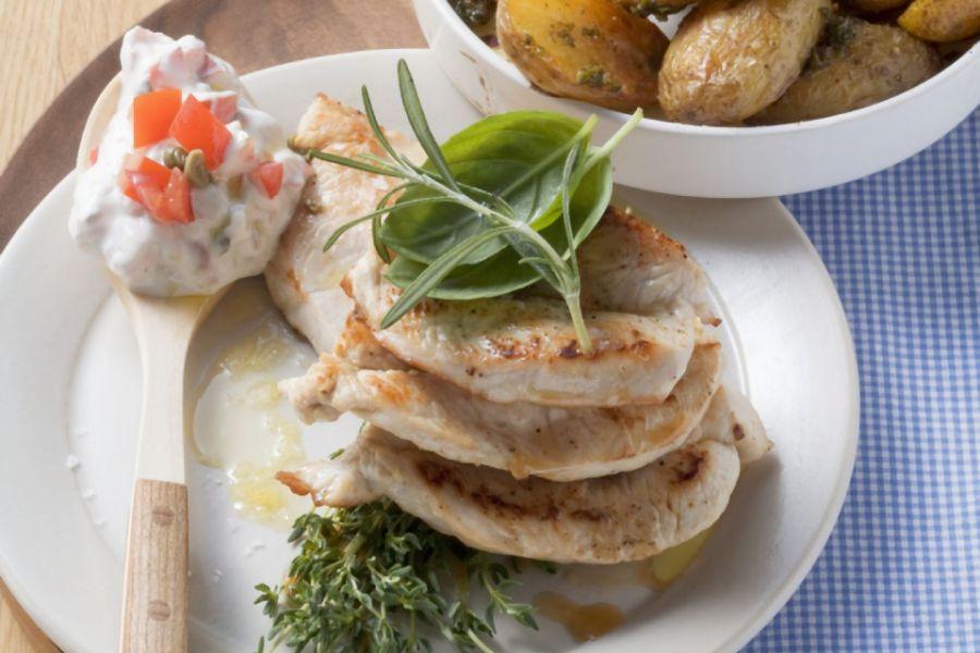 Putenschnitzel mit gebackenen Kartoffeln
