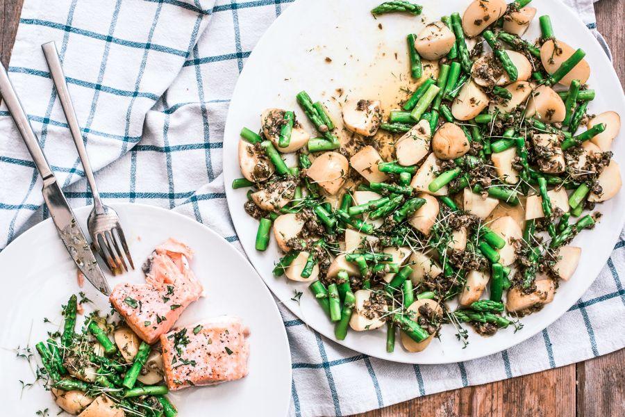 Kartoffeln mit Spargel und Lachs